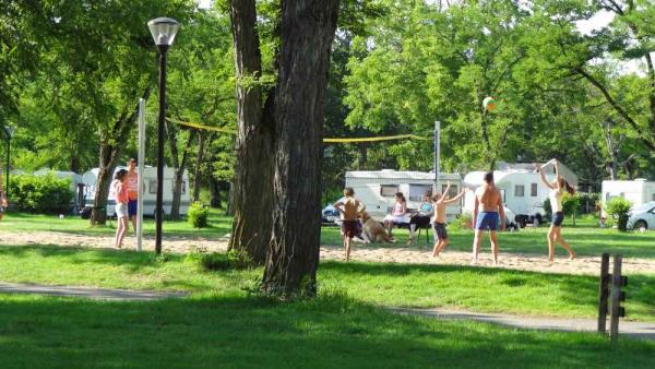 Camping de L'Ile, Bannay